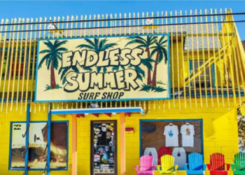 front view of the endless summer surf shop