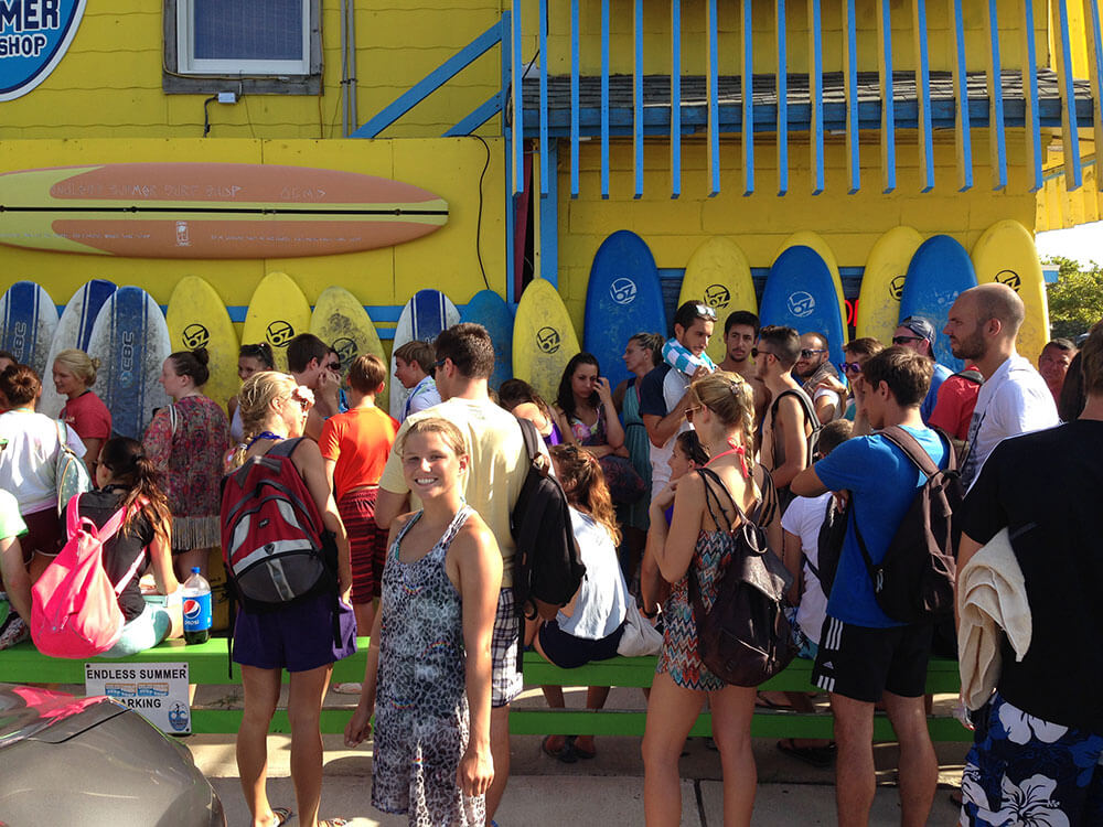 crowd of teenagers in front of endless summer shop