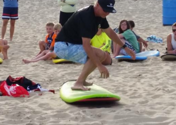 surf instructor giving surf lesson in Ocean City md